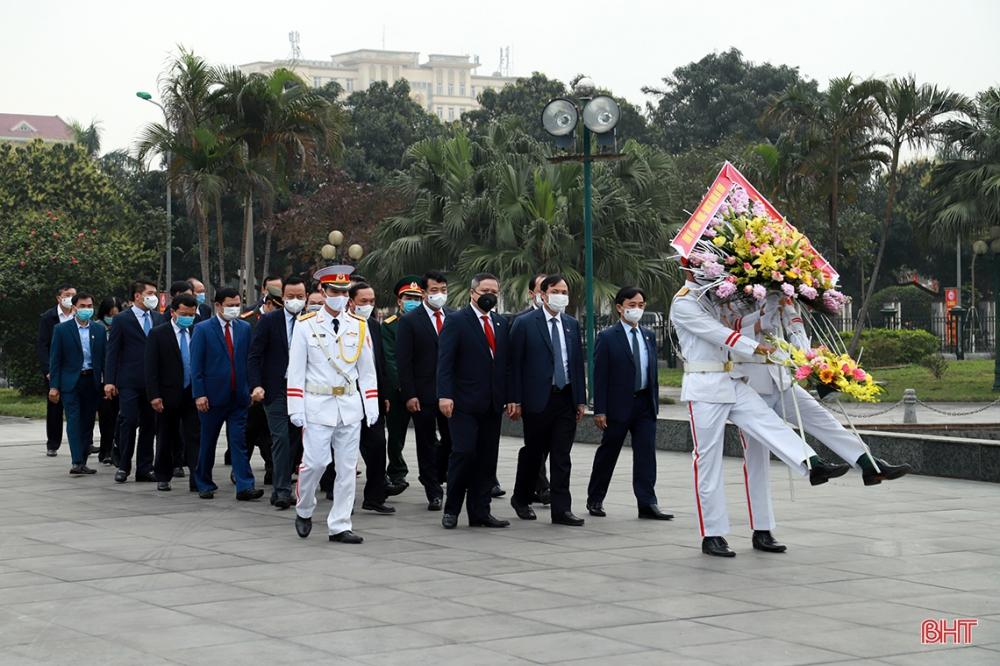 Lãnh đạo Hà Tĩnh dâng hương tưởng niệm Chủ tịch Hồ Chí Minh và các anh hùng, liệt sỹ
