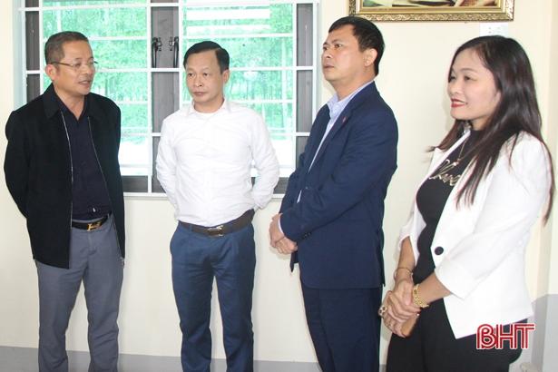"""Phó Chủ tịch UBND tỉnh Lê Ngọc Châu đánh giá cao hiệu quả của nhà văn hóa cộng đồng """"2 trong 1"""" ở Vũ Quang"""