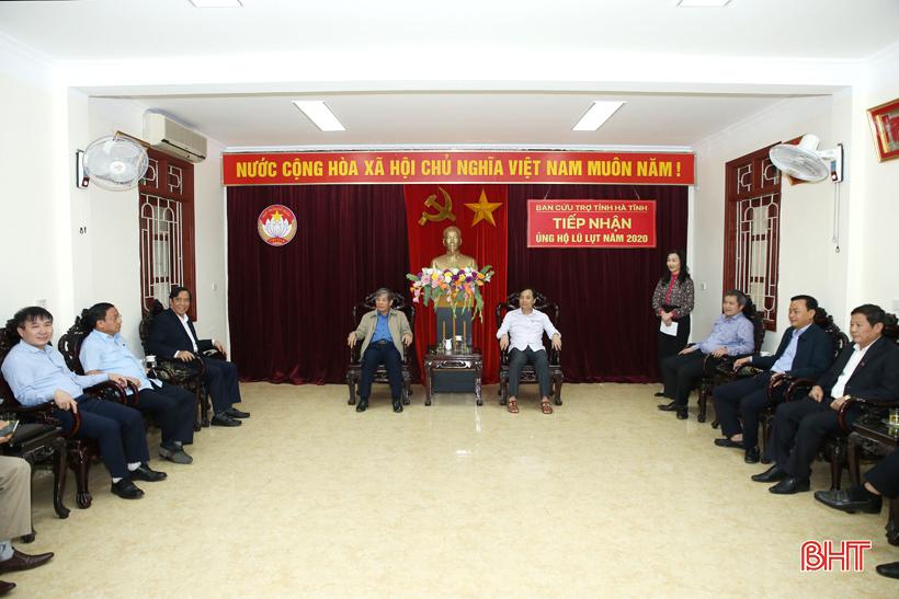 Hội đồng hương Hà Tĩnh tại Hà Nội hỗ trợ bà con vùng lũ 1,4 tỷ đồng