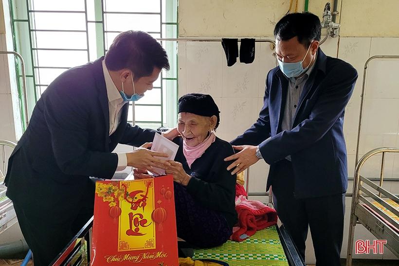 Chủ tịch Ủy ban MTTQ Hà Tĩnh thăm hỏi người có công, đối tượng bảo trợ xã hội