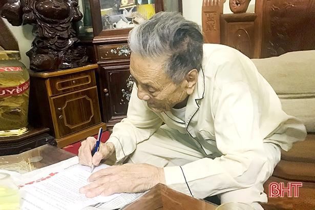Đảng viên 75 năm tuổi Đảng ở Hà Tĩnh tự nguyện không nhận tiền hỗ trợ