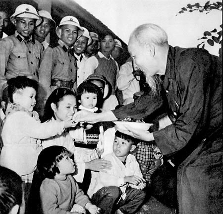 Phong cách ứng xử nhân văn Hồ Chí Minh